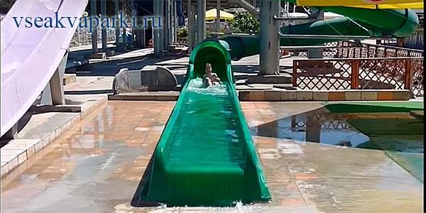 Детсике горки аквапарка Дельфин в Геленджике